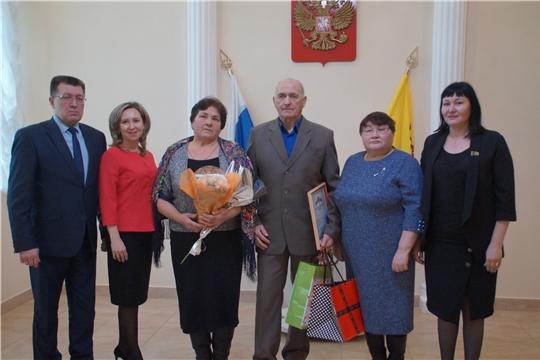 Полвека вместе: в Калининском районе чествуют юбиляров супружеской жизни