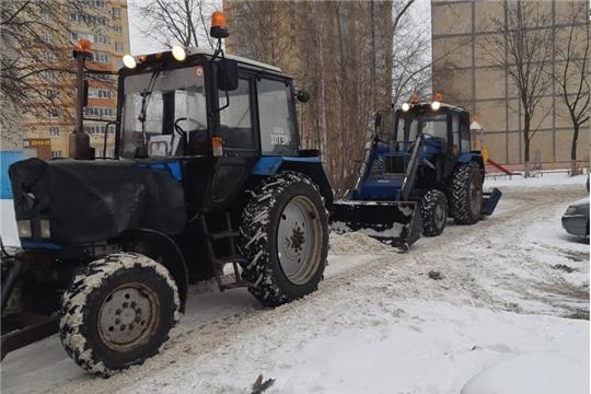 Калининский район: 20 единиц спецтехники и более 400 рабочих ликвидируют последствия снегопада