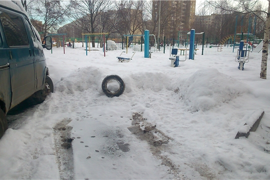 В Калининском районе проведен рейд по демонтажу несанкционированных блокираторов с парковок