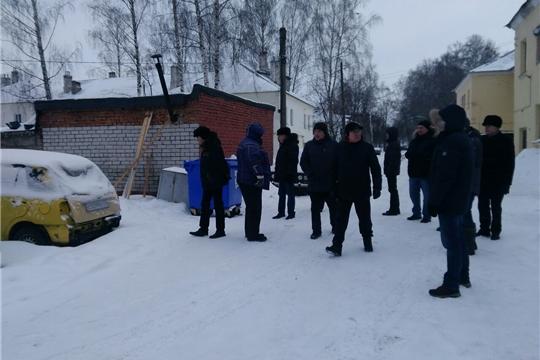 В Калининском районе провели еженедельный обход территории