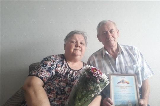 Калининский район: Валерий Дмитриевич и Валентина Сергеевна Зиновы получили тёплые поздравления по случаю 50-летия супружеской жизни