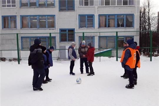 В Калининском районе прошли спортивные мероприятия под руководством инструкторов по спорту