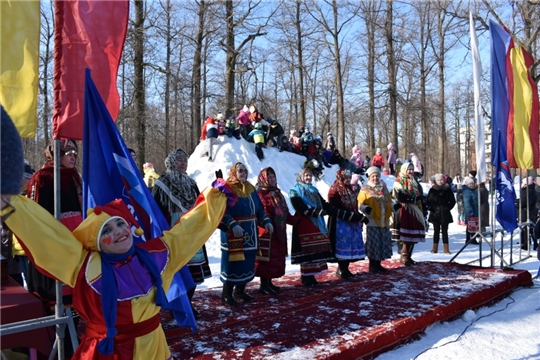 В посёлках Южный и Альгешево в Дубовой роще прошёл праздник «Широкая Масленица»