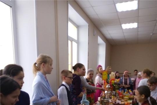 Учащиеся Чебоксарской ДМШ №2 им.В.П.Воробьева задорно проводили Масленицу вместе со сверстниками СОШ №11