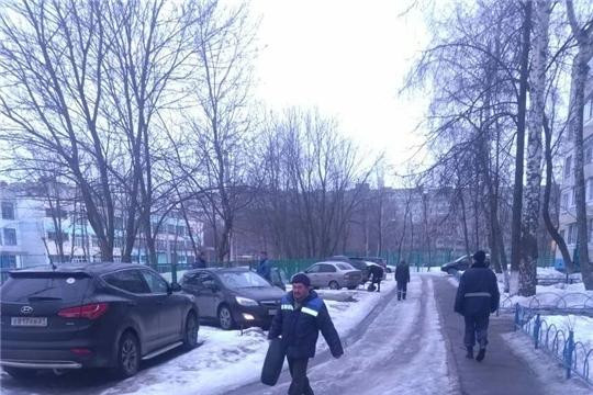 В Калининском районе провели очередной рейд по очистке парковочных мест от шин и блокираторов