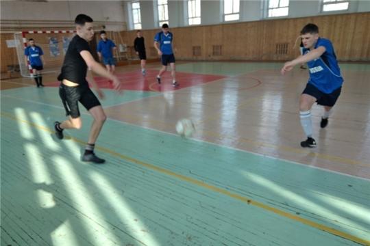 Продолжаются игры турнира по мини-футболу «Футбол-игра народная»