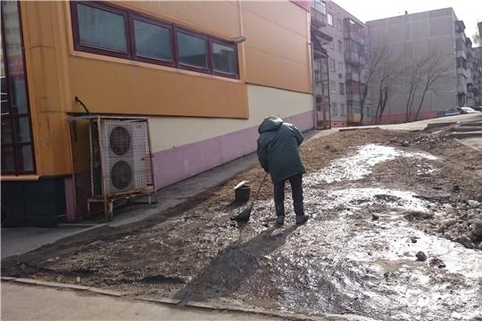 В Калининском районе продолжаются работы по уборке прилегающих территорий предприятиями сферы потребительского рынка