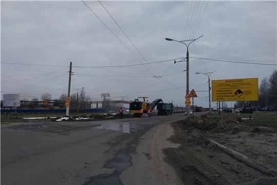 В городе Чебоксары продолжается замена бордюрных камней и ремонт тротуаров