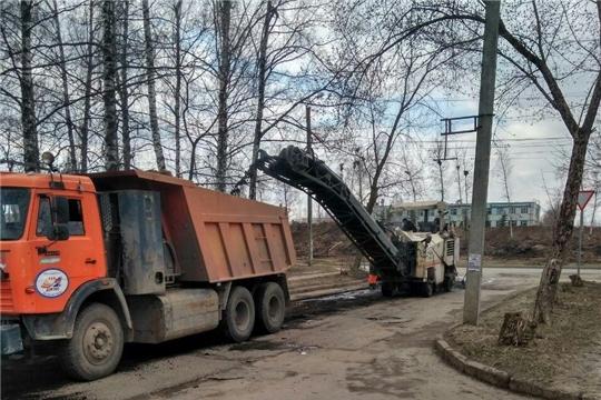 В городе Чебоксары продолжаются работы по ремонту дорог