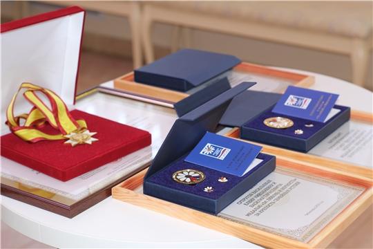 Вручение медалей в День семьи любви и верности