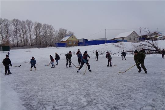 На большом льду в деревне Атнашево состоялся хоккейный праздник