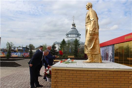 Глава администрации Канашского района В.Н. Степанов  - на торжественных мероприятиях в честь Дня Победы