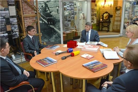 Олег Николаев принял участие в презентации книги, посвященной 100-летию образования Чувашской автономии