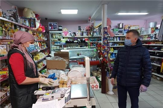Глава администрации Комсомольского района проверил торговые точки на соблюдение масочного режима