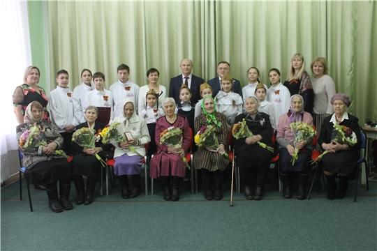 Ветеранам были вручены юбилейные медали «75-лет Победы в Великой Отечественной войне 1941-1945 гг