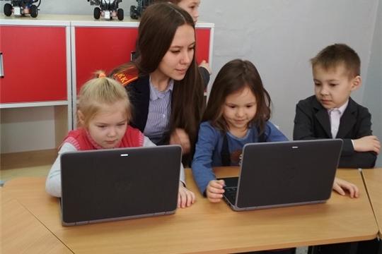 Воспитанники детского сада «Сеспель» побывали в центре образования цифрового и гуманитарного профилей «Точка роста»