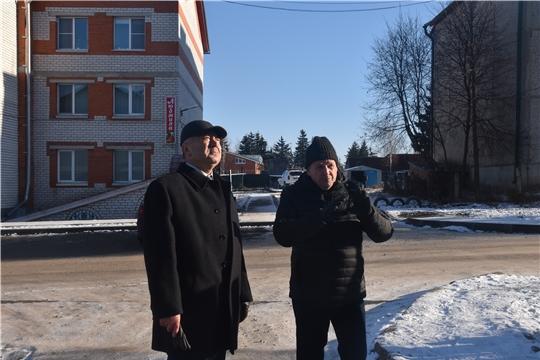 Глава администрации района А.Н. Кузнецов осмотрел ремонтируемый многоквартирный дом