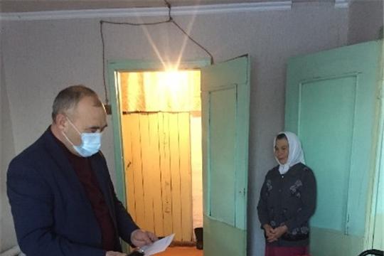 Глава администрации Красноармейского района Александр Кузнецов поздравил с 90-летием Фомину Зиновию Фоминичну