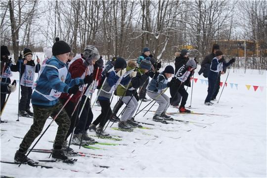 Массовые старты здоровья на зимней лыжне.