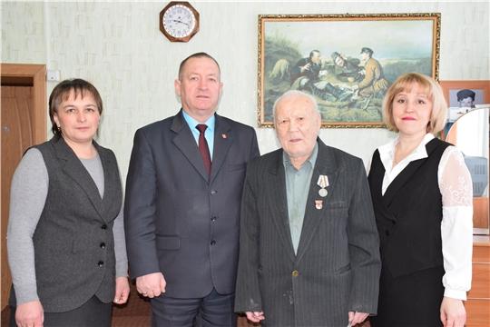 В Красночетайском районе ветеранам вручили первые юбилейные медали к 75-летию Победы