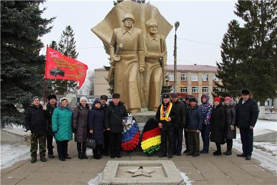 В День защитника Отечества в с.Красные Четаи состоялась торжественная церемония возложения венков к Монументу Славы