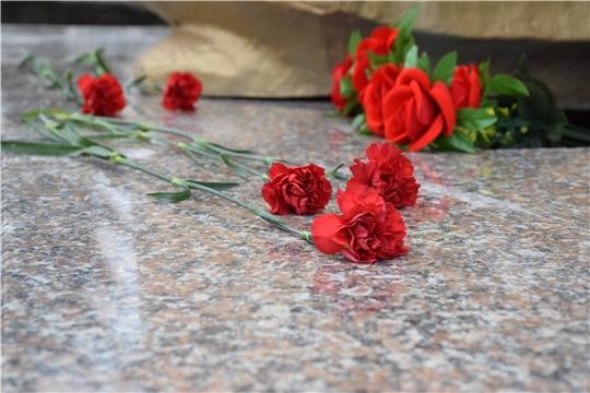 В честь 75-ой годовщины Победы в Красночетайском районе состоялось возложение венков и цветов к памятнику павшим воинам в Великой Отечественной войне