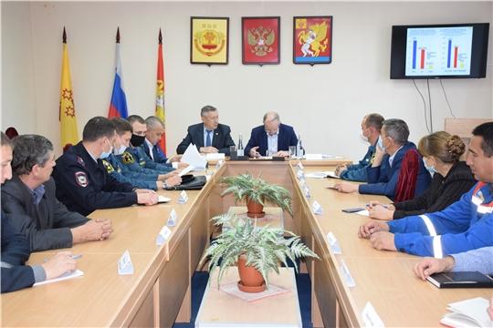 Председатель ГКЧС Чувашии Вениамин Петров принял участие во внеочередном заседании комиссии по КЧС и ОПБ Красночетайского района.