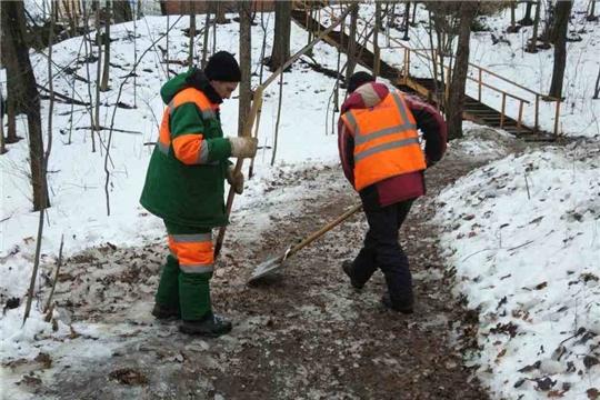 Ленинский район: уборка наледи – под контролем
