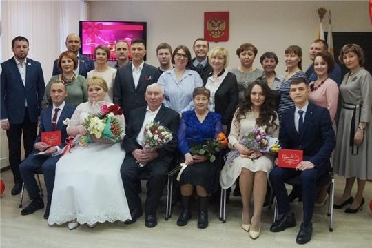 В самый романтический день в году В Ленинском районе чествовали бриллиантовых юбиляров и молодоженов