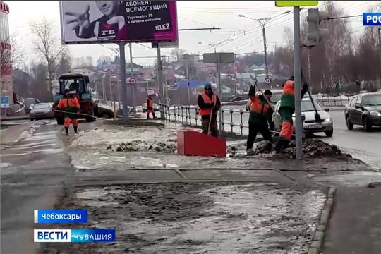 Алексей Ладыков призвал городские службы тщательнее убирать Чебоксары после зимы