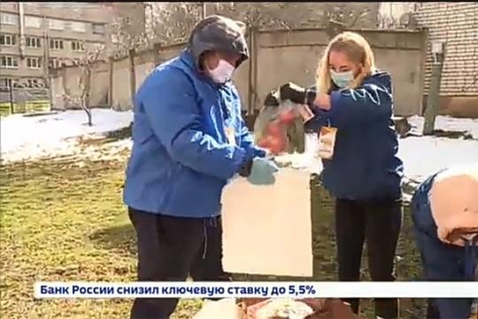 В Ленинском районе продолжается работа по доставке витаминных наборов пожилым жителям