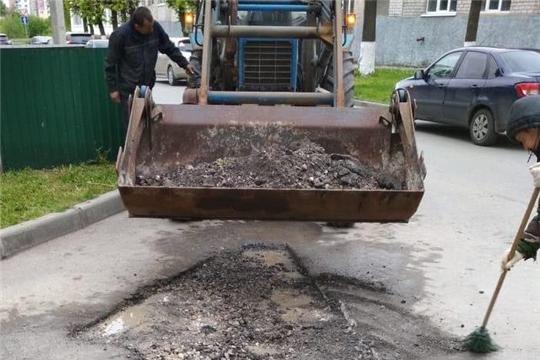В Ленинском районе начаты работы по ямочному ремонту дворовых проездов