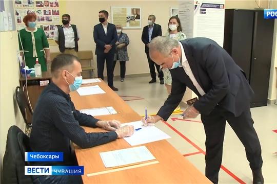 Глава администрации Чебоксар проголосовал по поправкам в Конституцию