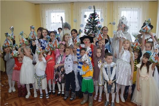 В Детской библиотеке вновь закружился новогодний хоровод