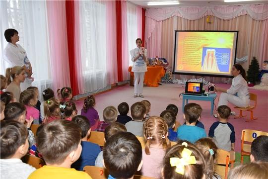 Волонтеры провели «Уроки здоровых зубов» на малой родине космонавта Андрияна Николаева