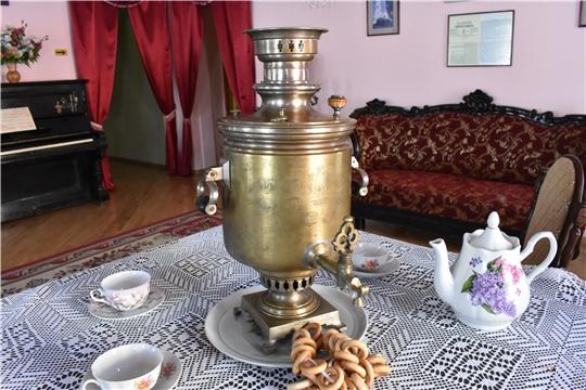 На экспозиции в районном краеведческом музее уникальный экспонат- тульский самовар братьев Баташевых Ивана и Алексея