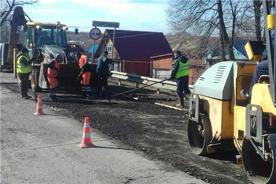 В Мариинско-Посадском районе начались работы по ямочному ремонту на дорогах