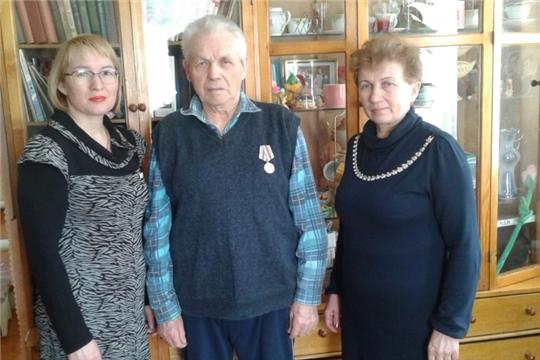 В Мариинско-Посадском районе продолжается вручение юбилейных медалей ветеранам и труженикам тыла