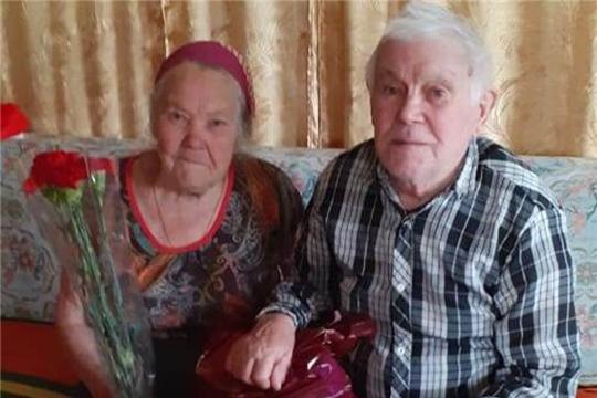 В рамках социально значимого проекта «Вам, родные» участникам ВОВ Мариинско-Посадского района ручены поздравительные открытки и подарочные наборы