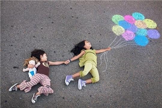 День защиты детей: в парке Николаева проводится онлайн-конкурс рисунков на асфальте «Разноцветный мир детства»