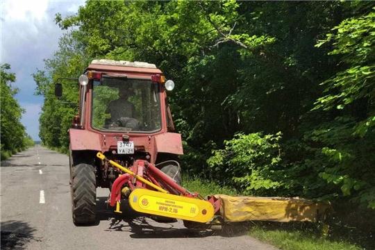 В Мариинско-Посадском районе продолжаются работы по содержанию автомобильных дорог общего пользования местного значения