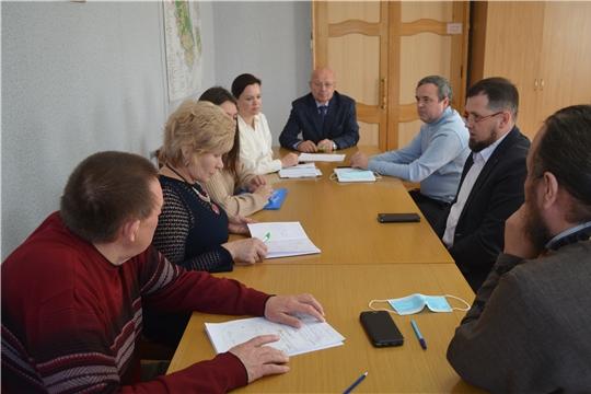 В администрации Мариинско-Посадского района обсудили масштабную реконструкцию городской набережной