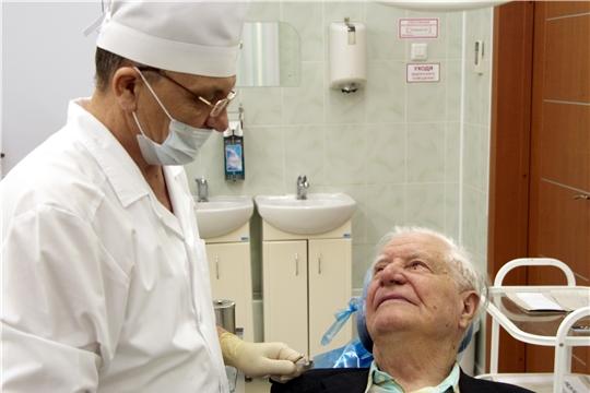 Стоматологи приглашают на санацию пациентов почтенного возраста