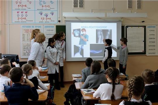 Студенты медфака провели открытые уроки в школе