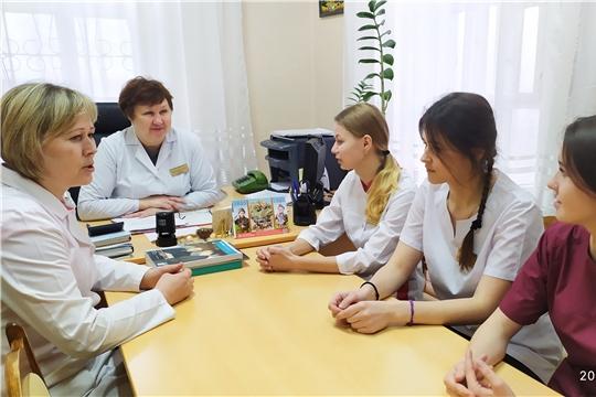 Первокурсники Чебоксарского медколледжа проходят практику в Яльчикской ЦРБ