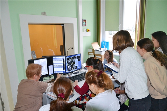Специалисты онкодиспансера готовятся к работе на новом магнитно-резонансном томографе