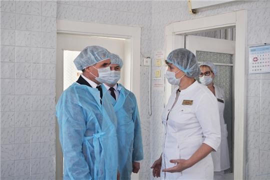 Олег Николаев проверил готовность медицинских учреждений к приёму пациентов с коронавирусом