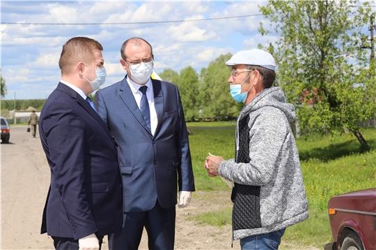 """Мужчина, позвонивший на """"горячую линию"""" Минздрава Чувашии по вопросу закрытия больницы, встретился с министром здравоохранения у себя в селе"""