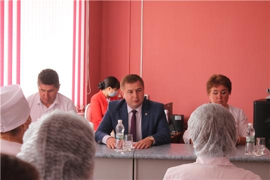 Министр здравоохранения Чувашии встретился с медработниками Чебоксарского, Цивильского, Мариинско-Посадского районов