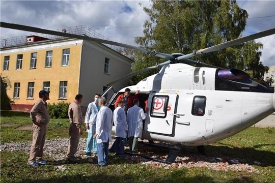 Вертолет доставил пациента из Шумерлинского района